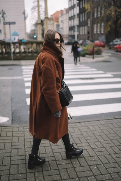 jestem kasia blogger coat jeans scarf sunglasses bag shoes tumblr brown brown coat oversized oversized coat long coat black bag boots winter boots winter outfits winter coat
