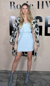 dress,denim,denim dress,behati prinsloo,model off-duty,ankle boots,mini dress,coat