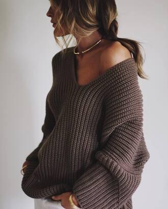sweater tumblr grey sweater chunky knit oversized sweater oversized v neck necklace gold necklace jewels jewelry gold choker choker necklace bracelets gold bracelet