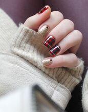 nail polish,holiday nail art,christmas,holiday season,holidays nail art,christmas nail art,nail art,nails,glitter nails,glitter