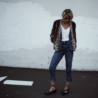 coat tumblr fur leopard print winter coat winter coat leopard print animal print denim jeans blue jeans cropped jeans black flats pointed flats flats t-shirt white t-shirt printed fur jacket