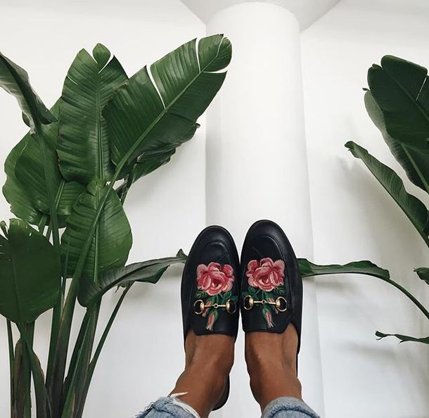4cc973f0e4c8d shoes tumblr black shoes slide shoes gucci gucci shoes gucci princetown  embroidered roses floral loafers