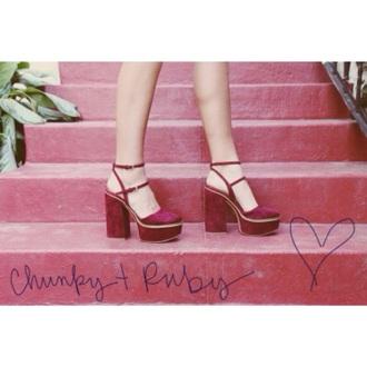 shoes heels high heels vinage retro 70s style 90s style velvet velvet shoes red