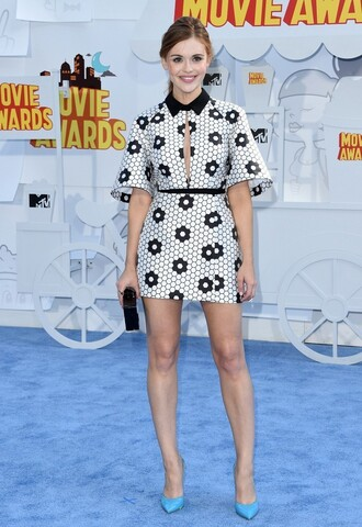 shoes dress black and white holland roden mtv movie awards pumps clutch