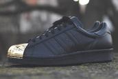 shoes,sneakers,black sneakers,black,gold,metal,adidas,superstar,adidas shoes,gold adidas,black adidas