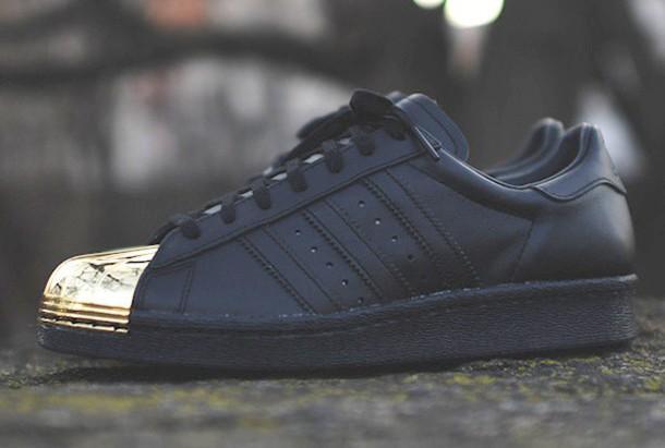 ieeqq yzgjht-l-610x610-shoes-sneakers-black sneakers-black-gold-metal-adidas-superstar-adidas shoes-gold adidas-black adidas.jpg