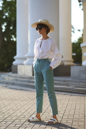 hat,pants,top,white top,shoes