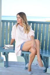 lipstickheels&ababy,blogger,sweater,shorts,bag,shoes,jewels,romper,make-up,fall outfits,clutch,metallic clutch,pink sweater,pumps,blue shoes