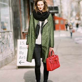 scarf streetstyle blogger vanessa jackman olive green red bag scarf red