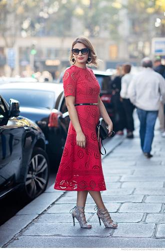 carolines mode blogger belted dress red dress strappy heels