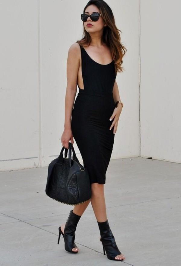 black dress sleeveless