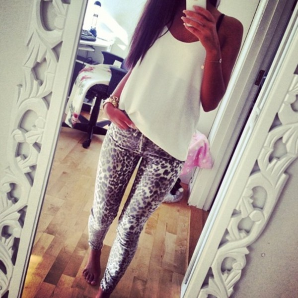 pants leopard print jeans pattern white shirt blouse tiger printed skinny pants loose top loose fitting top white summer top leapord leapord print leopard print grey jeans white t-shirt animal print girly summer leo pattern