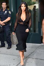 skirt,kim kardashian,black,shoes,kim kardashian look,jeans,twopiecedress,black dress,kim kardashian dress,celebrity style,bandage dress,crop tops,bustier crop top,fall outfits,t-shirt