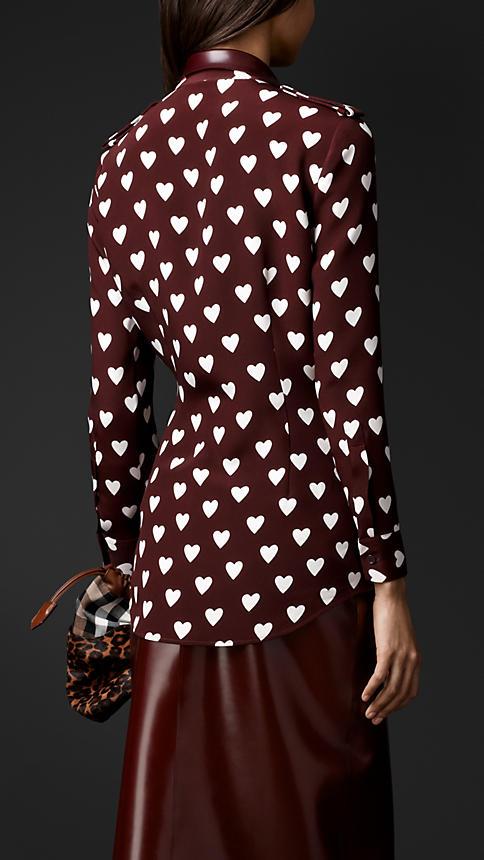 Rubber collar heart print shirt