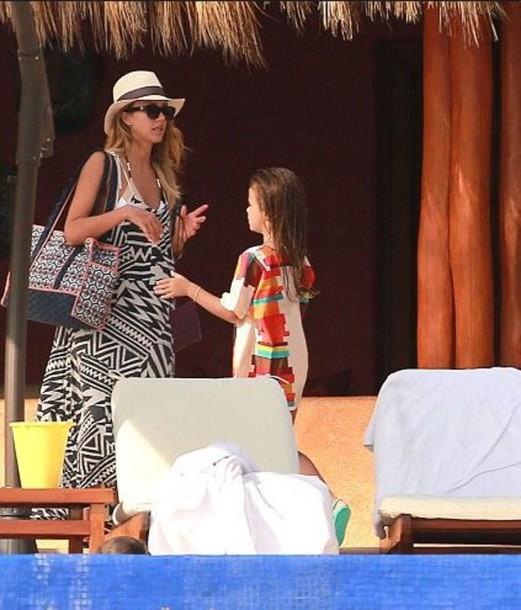 dress jessica alba summer outfits maxi dress hat bag tote bag