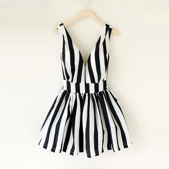 black girly cute dress white stripped summer look