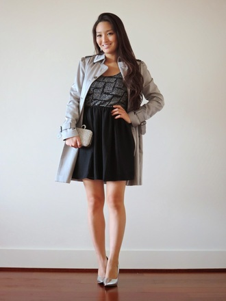 blogger sensible stylista trench coat black dress silver shoes