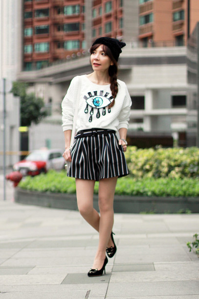 mochaccinoland blogger eyes striped shorts white sweater