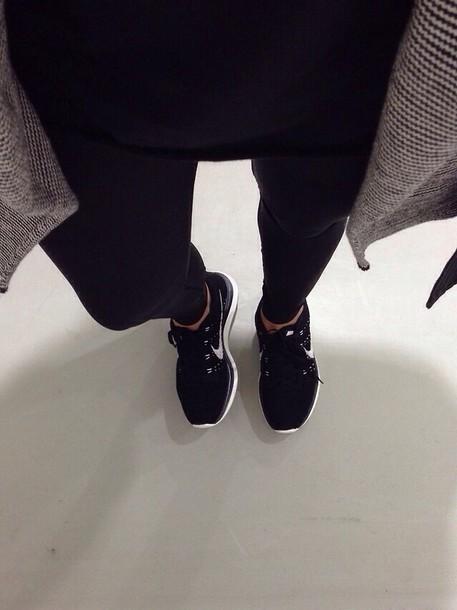 Nike Shox TLX Women's Tennis Shoes black hot pink