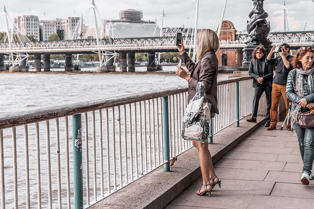 12 essential tips to manage a successful luxury fashion blog and full time career