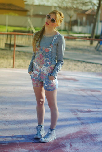 swag shirt blue white black red ornage summer grey print flowers short shorts t-shirt beautiful garden pattern clothes fashion short overalls floral dungarees floral dungarees crop tops pop couture fashion blogger cute floral overalls