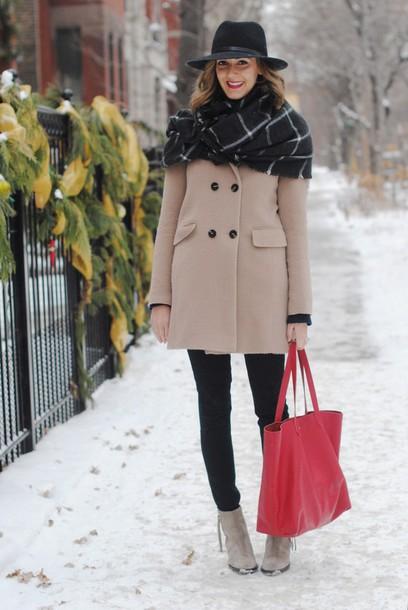 see jane blogger scarf blanket scarf beige tote bag