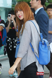 bag,apink,hayoung,airport,140807,backpack,korean fashion,kpop