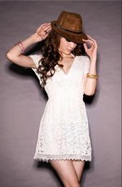 dress,lace,lace dress,white,white dress,clothes,robe,robes,vêtement,blanc,blanche,robe blanche,v plunge front lace dress