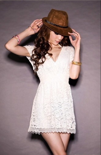 dress lace lace dress white white dress clothes girl's clothes robe robes vêtement blanc blanche robe blanche