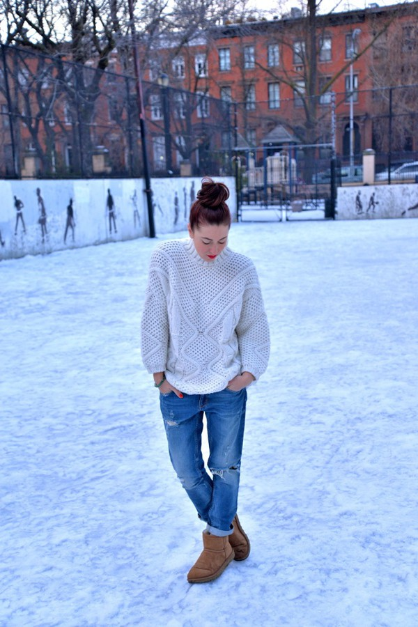 my style pill blogger knitted sweater winter sweater ripped jeans boyfriend jeans ugg boots.