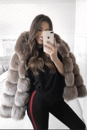 coat,women's coats,jacket,women,winter outfits,winter coat,winter jacket,winter sweater,winter look,fall outfits,fall sweater,fur coat,fur,fur jacket,faux fur,fuzzy sweater,fall dress,fall coat