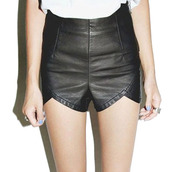 shorts,leather,leather shorts,cuir