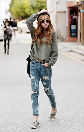 jeans green sweater ripped jeans grey sneakers black beanie blogger sunglasses