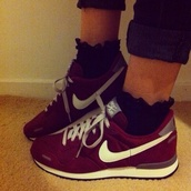 shoes,nike,trainers,nike running shoes,burgundy,tumblr,pretty,l4l