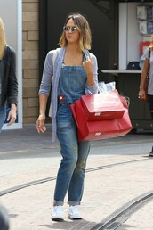 jeans,overalls,denim,jessica alba,sneakers,cardigan,sunglasses,shoes