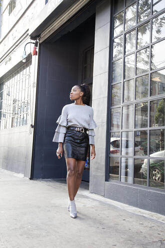 locks and trinkets blogger top skirt shoes black leather skirt grey sweater ankle boots