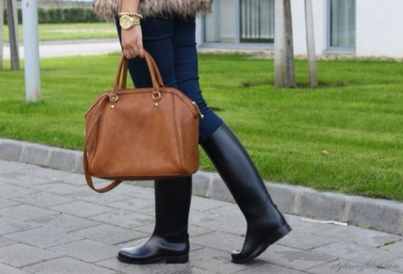 handbag shoes black boots boots brown bag