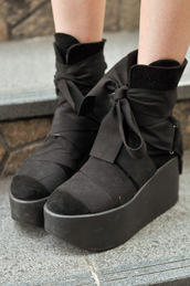 shoes,platform shoes,black