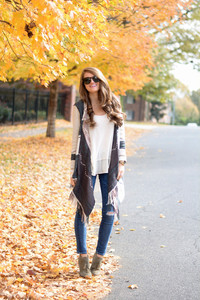 jeans jewels top cardigan sunglasses make-up blogger southern curls and pearls