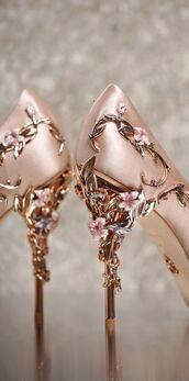 shoes,high heel pumps,pumps,gold shoes,gold,light pink,magical,heels,velvet