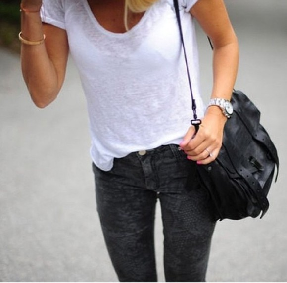 shirt white t-shirt jeans skinny pants skinny jeans black bag