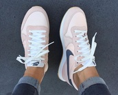 shoes,blush pink,grey,nike,pink,blue,sneakers,nikes,pink and navy nikes,nike shoes,light pink nike huarches,women,nike sneakers,pink nike shoes,trainers light pink dark grey a,rose colour,pink with blue,nike pastels,pastel pink,streetstyle,pink nike,nude,basket,nike pink shoes,pick nike,nike pink white grey
