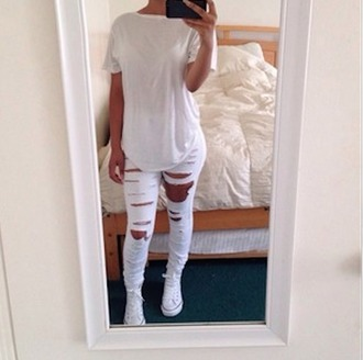 pants white pants white jeans jeans shoes sneakers white top white shirt style trill ripped pants ripped jeans torn pants white ripped jeans selfie mirror converse t-shirt shirt white converse chucks converse tumblr outfit instagram fall outfits white outfit skinny pants