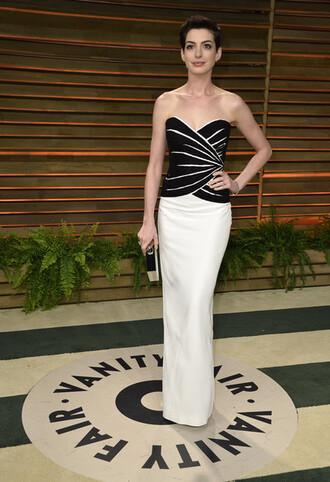 anne hathaway strapless dresses strepless white black