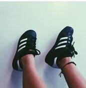 shoes,black and white,black,black shoes,adidas superstars,cute shoes,cute,black adidas shoes,black adidas