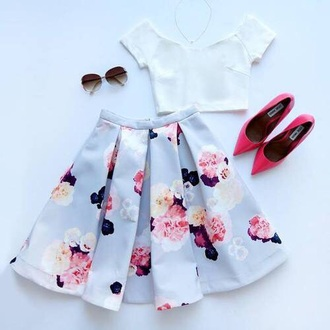 skirt blue flowers pink red shoes pointed toe pumps shirt floral skirt style flowers midi skirt skater skirt pleated skirt crop tops white crop tops top classy girly fashion print midi skirt