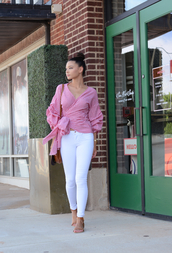 top,shirt,pink top,pants,jeans,white jeans,white pants,shoes