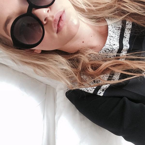gigi hadid t-shirt shirt elegant black white sunglasses blonde hair