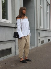 mode d'amour,blogger,bag,off the shoulder,long sleeves,off the shoulder top,white top,white blouse,black bag,shoulder bag,nude pants,beige pants,palazzo pants,white off shoulder top,bell sleeves,bell sleeve top,pants,slide shoes,black slides,black babouches,babouches,spring outfits