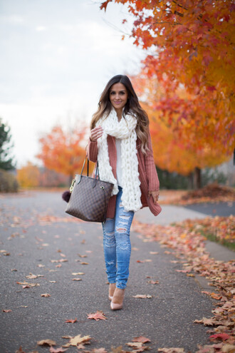 maria vizuete mia mia mine blogger sweater jeans shoes scarf bag